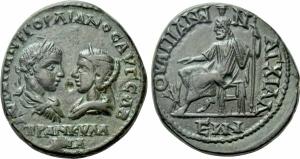 obverse: Gordiano III con Tranquillina (238-244). Tracia, Anchialos. AE Bronzo / Pentassarion (12,50gr. – 26mm.). D.\: AVT K M ANT GOPDIANOC AVG CAB TPANKYLLINA, profili l'uno di fronte all'altro; R.\: OVAΠΙΑΝΩΝ ΑΓΧΙΑΛΕΩΝ, Ade-Serapide siede a sinistra su trono, con in mano uno scettro; Varbanov -. qSPL/SPL. R1. Ottima la patina, rilievi molto attrattivi, molto affascinante.