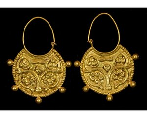 obverse: PAIR OF BYZANTINE GOLD EARRINGS
