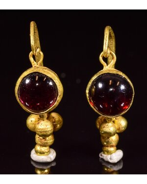 obverse: PAIR OF ROMAN GOLD EARRINGS WITH GARNETS