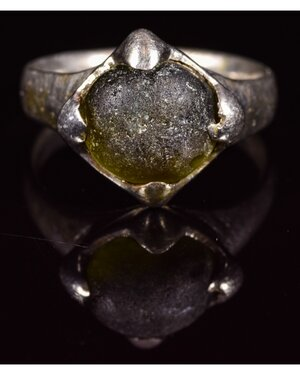 obverse: VIKING PERIOD SILVER RING WITH GEM