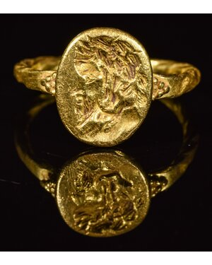 obverse: ANCIENT ROMAN GOLD RING WITH PORTRAIT