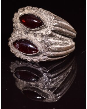 obverse: ROMAN SILVER RING WITH TWO GARNET STONES