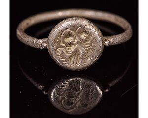 obverse: MEDIEVAL SILVER RELIGIOUS RING WITH ANGELS