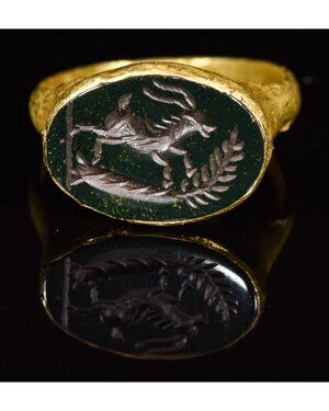 obverse: ROMAN GOLD INTAGLIO RING WITH A STAG