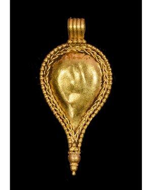 obverse: ROMAN GOLD PENDANT WITH FLORAL DECORATION