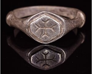 obverse: MEDIEVAL PERIOD SILVER RING WITH CROSS