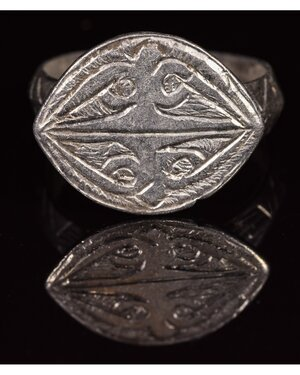 obverse: MEDIEVAL SILVER RING WITH RAVEN HEADS