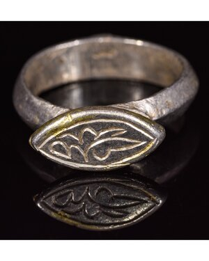 obverse: MEDIEVAL SILVER GILT RING WITH DECORATION