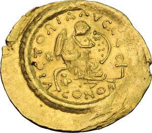 reverse: Justinian I (527-565).. AV Semissis, Constantinople mint