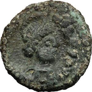 obverse: Maurice Tiberius (582-602).. AE Decanummium, Ravenna mint