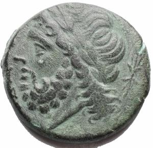 obverse: Mondo Greco - Apulia Arpi (III sec. a.C.) Obolo.D/ Testa di Zeus a sinistra.R/ Cinghiale a destra, sopra punta di freccia. AE. g8,9. mm 21,8.SNG ANS 635.BB++/BB. Bel ritratto