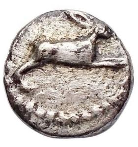 obverse: Mondo Greco -Bruttium. Rhegium.Obolo o litra. Ar. ca 415-387 ac.d/ Lepre che corre a destra.r/ Etnico REC retrogrado.SNG ANS 633.AG.g 0,51.mm 9,62. BB+. Raro