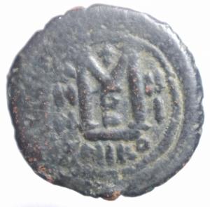 reverse: Impero Bizantino.Giustiniano I (527-565) Folllis .Nicomedia D\D N IVSTINI  ANVS P P AVG, busto frontale, elmato e corazzato, scudo decorato e globo crucigero nella d. alzata, Rv. A/N/N/O -III, grande M; sopra croce, sotto B. In ex. NIKO. DOC 115-139; MBC 186-220.MB.