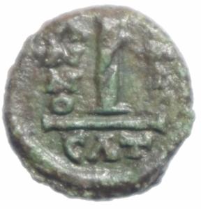 reverse: Bizantini. Maurizio Tiberio. 582-602 d.C.  Decanummo. Catania. D/ Busto frontale. R/ ANNO I in esergo CON. Sear 580. Peso 3,75 gr. Diametro 14,64 mm. BB+.
