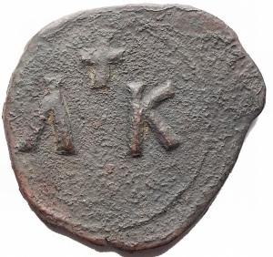 reverse: Bizantini. Leo V. 813-820.AE Follis. Siracusa. D/ Busti frontali di Leo e Costantino. R/ AK un globetto nel mezzo sopra una croce. Sear 1635. Peso 5,8 gr. Diametro 25,4 mm.BB.