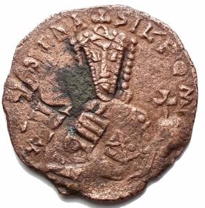 obverse: Bizantini - Costantino VII e Romano I. 920-944. Follis AE (24,9 mm; 4,85 g). Zecca di Costantinopoli. d/ + COnST  bASIL  ROm Busto coronato di Costantino VII con barba corta, loros, akakaia e globo crucifero. r / + COnST / Єn ЄO bA / SILЄV SR / OmЄO n, legenda in 4 righe. SBCV 1761; DOC 26. BB+/BB. Colorazione cuoio. Ribattuto su follis precedente