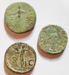 reverse: Lotti - Mondo Romano. Domiziano, Favstina, Alessandro Severo. Lotto di tre medi bronzi. Patine