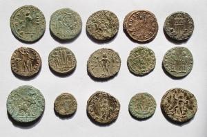reverse: Lotti - Mondo Romano. Interessante insieme di 15 Bronzetti