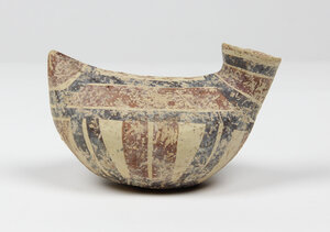 obverse: Daunian pottery askos.  Duck-shaped, with red and dark brown decoration.  Circa 4th cent. BC.  13 cm length, 8.5 cm height.  Intact