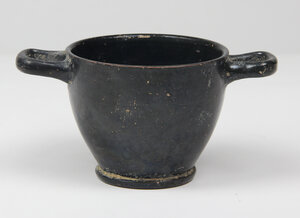 obverse: Campanian Blackware Skyphos.  With pedestal foot, loop handles to the rim.  4th-3rd century BC.  H. 7.4 cm