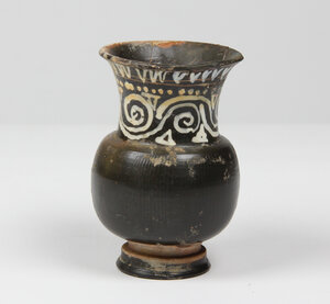 obverse: Gnathia-Ware kotha.  Elongated neck with added white and yellow zigzag decoration.  Apulia, 4th century BC.  H. 11 cm
