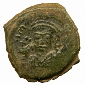 obverse: Bizantini. Maurizio Tiberio. 582-602 d.C. Follis. . D/  N MAUGI C N P AUT, Busto frontale. R/ M ANNO e B III. Peso 11,70 gr. Diametro 28,44 mm. BB+.=
