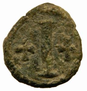 reverse: Bizantini. Tiberio II Costantino. 578-582 d.C. Decanummo. AE. Ravenna. D/ Busto di fronte. R/ Grande I tra due croci. D.O. 66. Ranieri 450-4. Peso 3,55 gr. Diametro mm. 18,50.BB\BB+. R.=