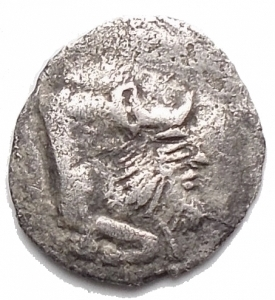 obverse: Mondo Greco -Sicilia.Gela.Obolo ?? ca. 480-470 a.C.D/ Protome di toro che nuota a destra.R/ Ruota a quattro raggi.AG.g 0,27. mm 9,2 x 9,9.BB+.