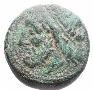 obverse: Mondo Greco -Sicilia.Siracusa.Gerone II. 274-216 a.C.AE.D/ Testa di Poseidone a sinistra.R/ . Tridente.Peso gr 5,98. Diametro mm 19,28.BB/qBB.Patina verde