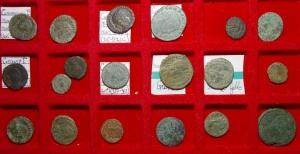 obverse: Lotti.Impero Romano.Lotto di 19 monete tra cui Costanzo II, Elena,Costantino,Massenzio ecc. Mediamente BB