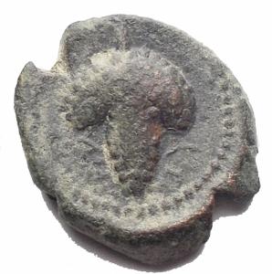reverse: Mondo Greco - Apulia Arpi. 3 sec. a.C.Bronzo. D/ Testa elmata di Atena verso destra. R/  Grappolo d uva. SNG COP 646. Peso 3,22 gr. Diametro 14,6 x 16,1 mm. BB. R. Patina verde intenso