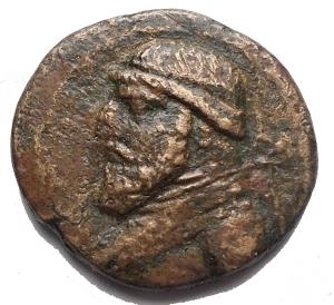 obverse: Mondo Greco - PARTHIA: Mithradates II (123-88 ac), AE Dichalkon. Ekbatana, 3.88g, 18.64mm. d/ Busto a sn con testa diademata con lunga barba r/ Testa di cavallo entro iscrizioni.Sellwood 26.28v. BB+. Raro. Buon esemplare per la rara tipologia