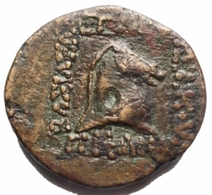 reverse: Mondo Greco - PARTHIA: Mithradates II (123-88 ac), AE Dichalkon. Ekbatana, 3.88g, 18.64mm. d/ Busto a sn con testa diademata con lunga barba r/ Testa di cavallo entro iscrizioni.Sellwood 26.28v. BB+. Raro. Buon esemplare per la rara tipologia