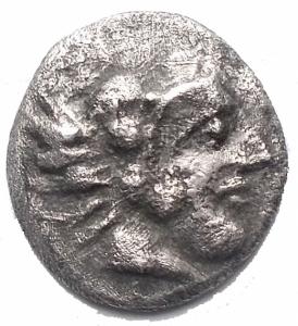 obverse: Mondo Greco - Lucania. Heraclea. Diobolo. AR. 4-3 Sec aC. d/ Ercole a ds r/ Leone a sn. gr 0,95. mm 11,7 x 12,4. BB+. Raro