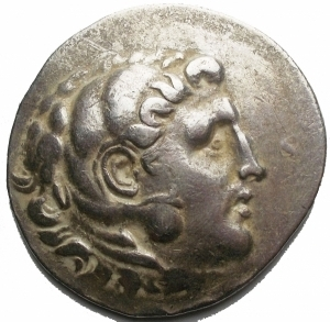 obverse: Mondo Greco - Aeolis.Temnos. AR Tetradrachm (34,7 x 34,02 mm, 15,87 g), in the name and type of Alexander III (336-323 BC). Obv. Head of Herakles wearing lion s scalp right. Rev. , Zeus Atophoros seated left, legs crossed, holding sceptre and eagle; to left, monogram AE above oinochoe within vine-tendril. Price 1676. Good VF/ VF