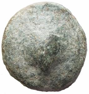 obverse: Mondo Greco - Apulia. Luceria. Bioncia ca 269-225 a.C. AE. g 52,8 mm 33,3 . d/Conchiglia r/ Astragalo, a sn due globetti. HNItaly 673; TV 277. Molto rara. Patina verde. BB-BB+. Patina verde