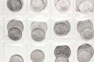 obverse: France.  Third republic (1870-1940).. Lot of 26 AR coins: 11 pieces of 2 francs (1898, 1899, 1901, 1905, 1908, 1910, 1914, 1914 Castelsarrasin, 1916, 1917, 1918) and 25 pieces of 1 franc (1901, 1902,1905, 1907, 1909, 1911, 1912, 1913, 1914, 1915, 1916, 1917, 1918, 1919, 1920)