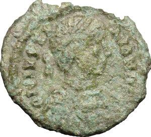 obverse: Justinian I (527-565).. AE 10 Nummi, Ravenna mint