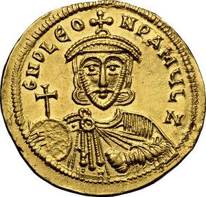 obverse: Leo III, the Isaurian (717-741).. AV Solidus, Constantinople mint