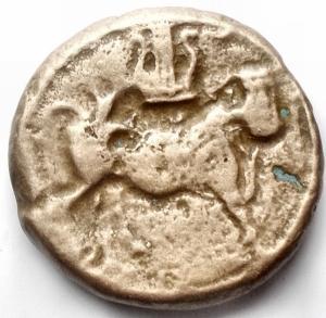 obverse: Campania, Cales. AE. 19,2 mm. 265-240 a.C.  R/ Toro androcefalo a destra,  sopra lira. g 5,36