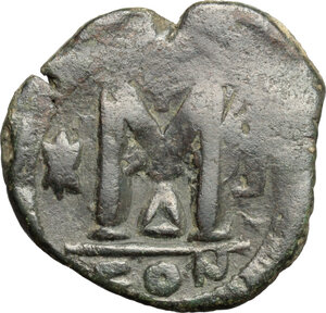 reverse: Justinian I (527-565).. AE Follis, Constantinople mint, 4th officina, c. 527-532 AD