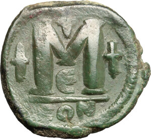 reverse: Justinian I (527-565).. AE Follis, Constantinople mint, 5th officina, c. 527-532 AD