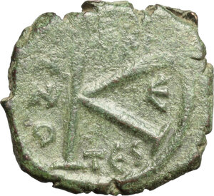 reverse: Justin II, with Sophia (565-578). . AE Half Follis. Thessalonica mint. Dated RY 5 (569/70)