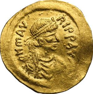 obverse: Maurice Tiberius (582-602).. AV Semissis, Constantinople mint