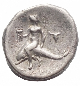 reverse: Mondo Greco - Calabria. Tarentum. 380-345 a.C.Nomos. Ag. D/ Giovane nudo su cavallo andante a destra. R/ Taras con tridente e scudo su delfino a sinistra bucranio. Peso 6,14 gr. Diametro 19,7 x 20,3 mm.BB-SPL