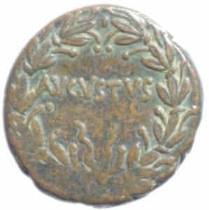 reverse: Impero Romano.Augusto (27 a.C - 14 d.C). AE, ca 25 a.C. zecca incerta in Asia (Pergamo o Efeso). D/ CAESAR. Testa nuda a destra. R/ AVGVSTVS in corona di alloro. RPC 2235. RIC 486. AE. g. 11.35 mm. 28.00 BB+.