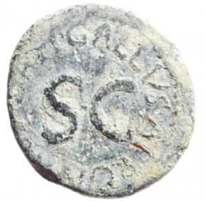 reverse: Impero Romano. Augusto. 27 a.C. - 14 d.C. Quadrante. Ae. D/ MESSALLA GALVS IIIVIR Intorno ad un altare. R/ SISENNA APRONIVS AAAFF Intorno ad SC. RIC.455. Peso 2,90 gr. Diametro 15,50x17 mm. BB.