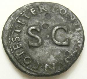 reverse: Impero Romano. Druso, figlio di Tiberio, deceduto nel 23 d.C. Asse, restituito da Tito. AE. D/ DRVSVS CAESAR TI AVG F DIVI AVG N. Testa nuda a sinistra. R/ PONTIF TRIBVN POTEST ITER intorno a grande SC. RIC45. Peso 10,76 gr.Diametro 28,00 mm. BB. Patina.R...