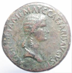 obverse: Impero Romano.Agrippina madre, figlia di Agrippa, moglie di Germanico (deceduta nel 33 d.C.). Sesterzio. AE. D/ AGRIPPINA M.F. MAT.C.CAESARIS AVGVSTI. Busto drappeggiato a destra. R/ SPQR MEMORIAE AGRIPPINAE. Carpentum trainato da due mule a sinistra. RIC (Cal.)55. Pso gr. 23,45. Diametro mm. 34.38. BB+. R.cl