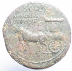 reverse: Impero Romano.Agrippina madre, figlia di Agrippa, moglie di Germanico (deceduta nel 33 d.C.). Sesterzio. AE. D/ AGRIPPINA M.F. MAT.C.CAESARIS AVGVSTI. Busto drappeggiato a destra. R/ SPQR MEMORIAE AGRIPPINAE. Carpentum trainato da due mule a sinistra. RIC (Cal.)55. Pso gr. 23,45. Diametro mm. 34.38. BB+. R.cl